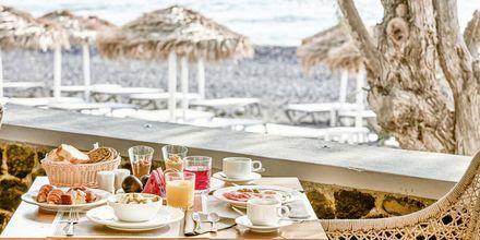 Ravintola. Hotelli Costa Grand Resort & Spa, Kamari, Santorini, Kreikka.