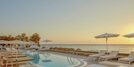 Allas. Hotelli Costa Grand Resort & Spa, Kamari, Santorini, Kreikka.