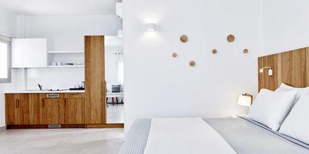 Yksiö. Hotelli Costa Grand Resort & Spa, Kamari, Santorini, Kreikka.
