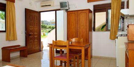 Yksiö, hotelli Costas & Christina. Platanias, Kreeta, Kreikka.