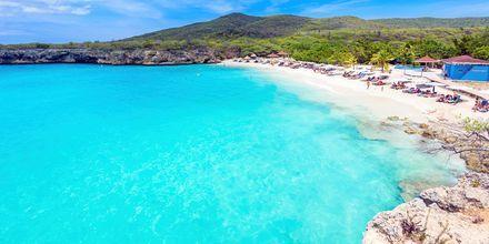 Curaçaon kaupungit ovat uskomattomia – valkoista hiekkaa ja turkoosia vettä silmän kantamattomiin. Tässä näet Grote Knipin rannan.