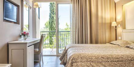 Superior-huone. Hotelli Delfinia, Moraitika, Korfu, Kreikka.
