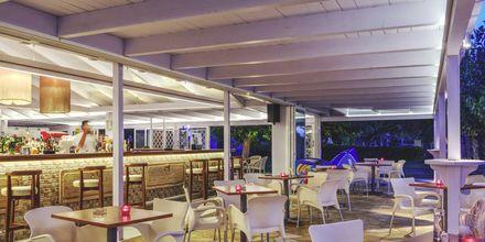 Rantabaari. Hotelli Delfinia, Moraitika, Korfu, Kreikka.