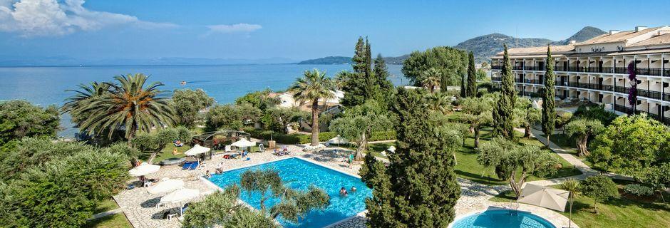 Allasalue. Hotelli Delfinia, Moraitika, Korfu, Kreikka.