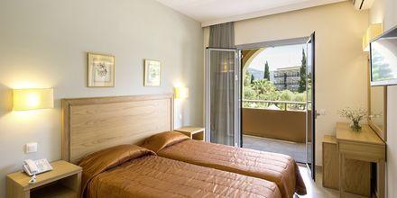 Kahden hengen huone. Hotelli Delfinia, Moraitika, Korfu, Kreikka.