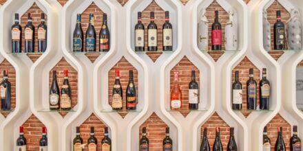 Albanialaisia viinejä ravintolassa. Hotelli Diamma Resort, Durres Riviera, Albania.
