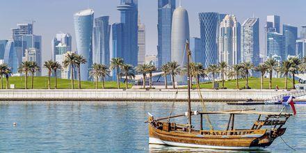 Perinteinen arabialainen puinen Dhow-vene,.