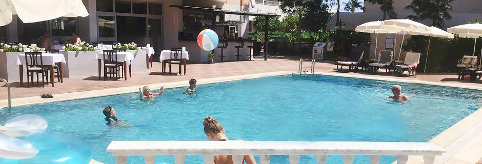Uima-allas. Hotelli Dophin Family, Alanya, Turkki.