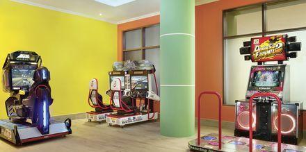 Arcade, hotelli Doubletree by Hilton Marjan Island. Ras al Khaimah, Arabiemiraatit.