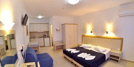 Yksiö. Hotelli Dream Island, Tilos, Kreikka.