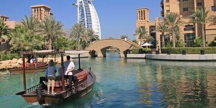 Veneretki Dubaissa. Dubai, Arabiemiraatit.