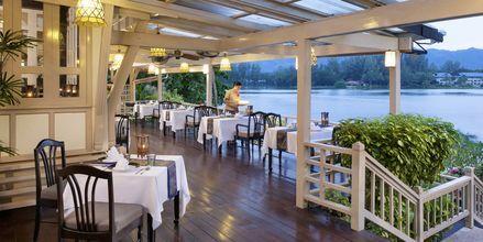 Ruen Thaista on kauniit maisemat yli laguunin.