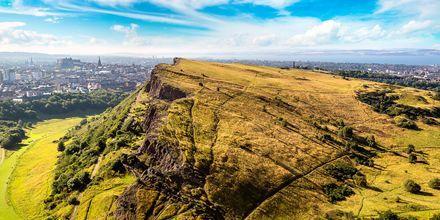 Arthur's Seat, joka sijaitsee 197 metriä meren pinnan yläpuolella, on suosittu näköalapaikka Edinburghissa.