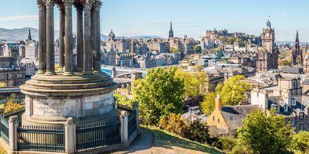 Edinburghissa on paljon hyviä nähtävyyksiä, kuvassa Calton Hill.