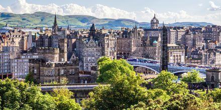 Edinburgh jakautuu kahteen osaan, keskiaikaiseen Old Towniin ja New Towniin. Molemmat osat ovat useita satoja vuosia vanhoja.