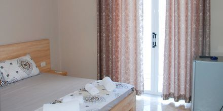 Kahden hengen huone. Hotelli Edola, Saranda, Albania.