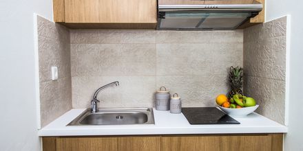 Huoneiston keittiö, hotelli Elia. Kato Stalos, Kreeta, Kreikka.
