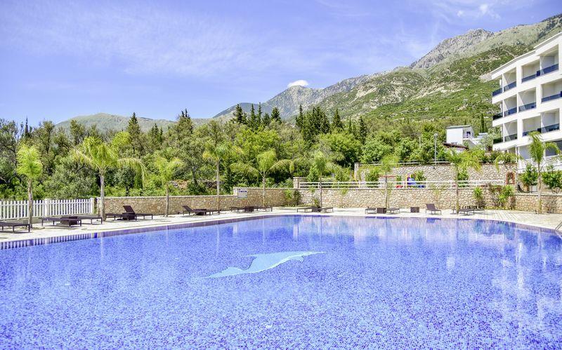 Allasalue. Hotelli Elysium, Dhermi, Albania.