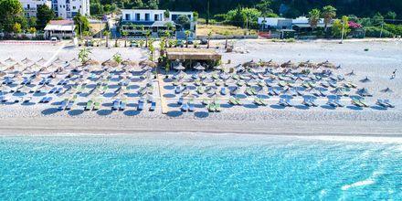 Ranta, jonne on noin 500 metriä. Hotelli Elysium, Dhermi, Albania.