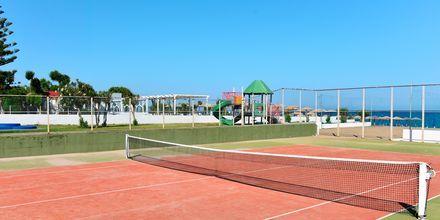 Tennistä. Hotelli Epsilon, Rodos, Kreikka.