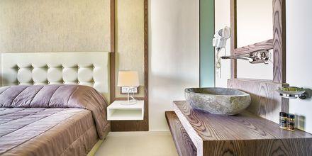 Remontoitu kahden hengen huone, hotelli Eva Bay. Kreeta.