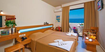 Kahden hengen huone, hotelli Eva Bay. Kreeta.