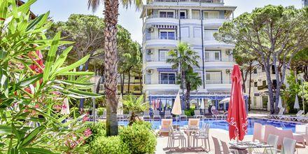 Allas. Hotelli Fafa Apartments, Durresin Riviera, Albania.
