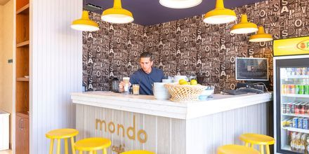 Mondo Café. Hotelli Fafa Grand Blue Resort, Durresin Riviera, Albania.