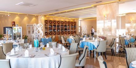 Ravintola. Hotelli Fafa Grand Blue Resort, Durresin Riviera, Albania.