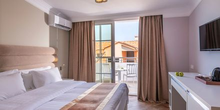 Kahden hengen huone. Hotelli Fafa Grand Blue Resort, Durresin Riviera, Albania.