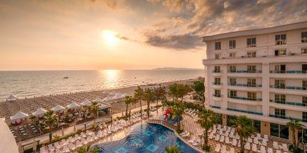 Allas. Hotelli Fafa Grand Blue Resort, Durresin Riviera, Albania.