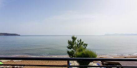 Yksiö merinäköalalla, Hotelli Faros, Kato Stalos, Kreeta.