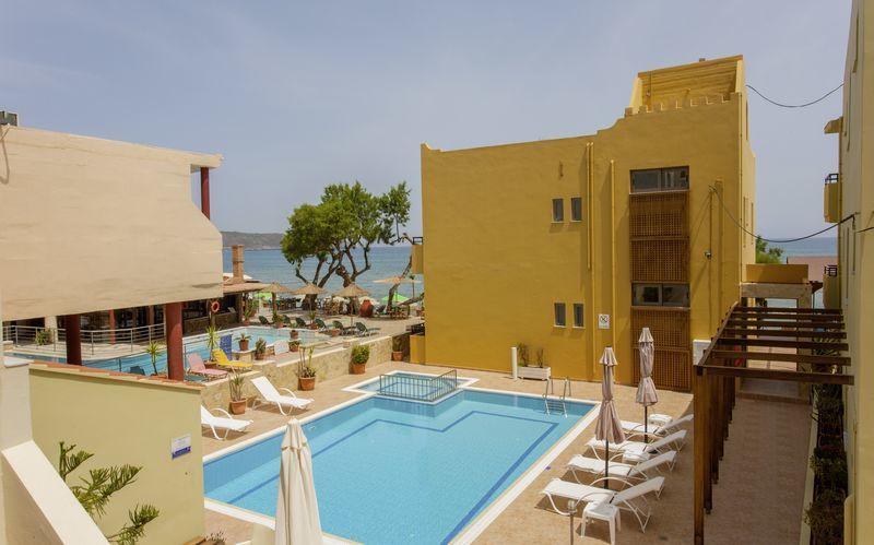 Allas. Hotelli Faros, Kato Stalos, Kreeta.