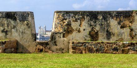 Galle Fortin korkeat muurit.