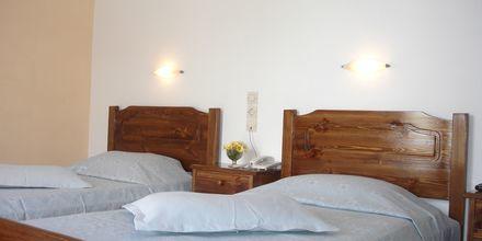 Kahden hengen huone. Hotelli Gardenia, Santorini, Kreikka.