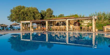 Allasbaari. Hotelli Geraniotis Beach, Platanias, Kreeta.