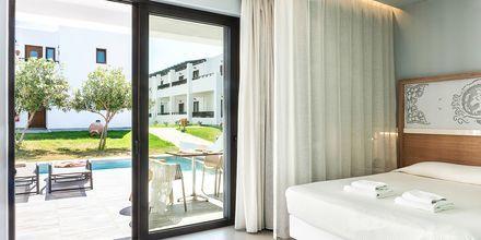 Kaksio omalla altaalla. Hotelli Geraniotis Beach, Platanias, Kreeta.