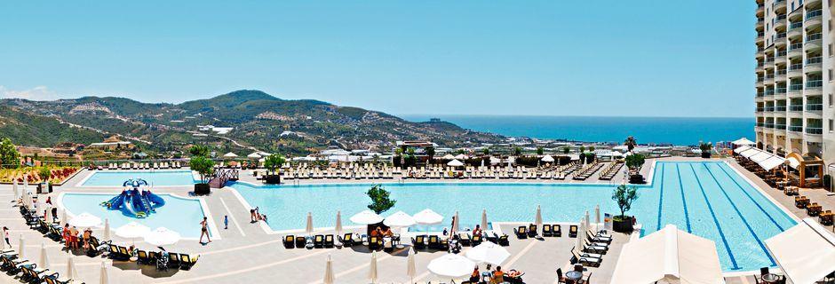 Allasalue olympia-altaalla, Goldcity Holiday Resort. Alanya, Turkki.