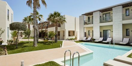 Kahden hengen huone jaetulla uima-altaalla, hotelli Grand Bay Beach Resort, Kreeta, Kreikka.