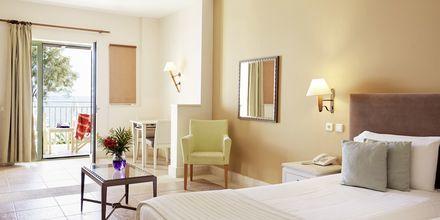 Junior-sviitti, hotelli Grand Bay Beach Resort, Kreeta, Kreikka.