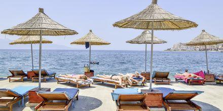 Läheinen ranta. Grand Hotel, Saranda, Albania.