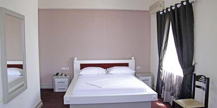 Kahden hengen huone. Grand Hotel, Saranda, Albania.