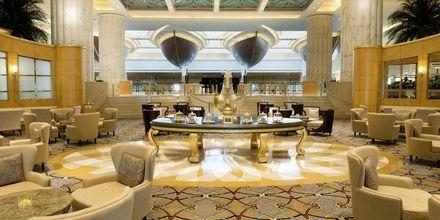 Lounge hotellilla Grand Hyatt, Bur Dubai, Dubai.