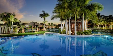 Allasalue. Hotelli Green Garden Resort, Playa de las Americas, Teneriffa.