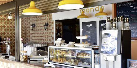 Mondo Coffee tarjoilee hyvää kahvia ja tuorepuristettuja mehuja.