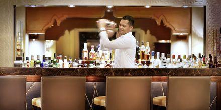 X.O Bar hotellissa Hilton Ras Al Khaimah Resort & Spa.