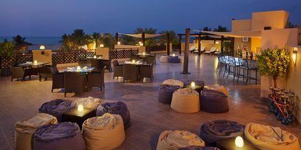 Kattoterassi ravintolan Al Bahar yllä, hotelli Hilton Ras Al Khaimah Resort & Spa, Ras al Khaimah.