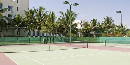 Tenniskenttä, hotelli Hilton Salalah Resort. Oman.