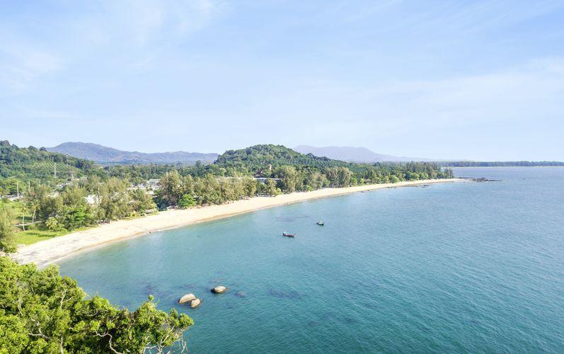 Läheinen ranta, hotelli Hive Wing by Khaolak Emerald, Khao Lak, Thaimaa.