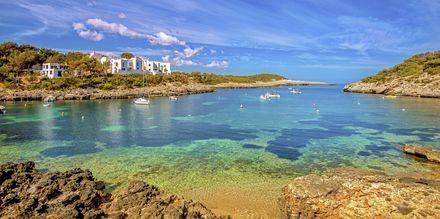 Port de Portinatx on kaunis lahti Ibizalla.